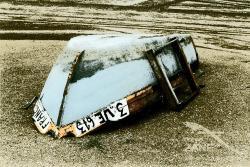 Barca abbandonata in spiaggia - 1997