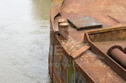 Chiatta abbandonata a Polesella  - fiume Po (06/2020)