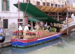 Fruttivendolo galleggiante a Venezia - 2004